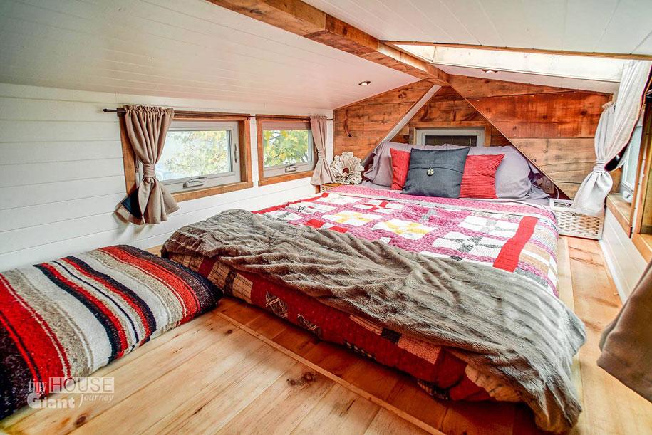 couple-travel-tiny-house-giant-journey-guillaume-dutilha-jenna-spesard-15