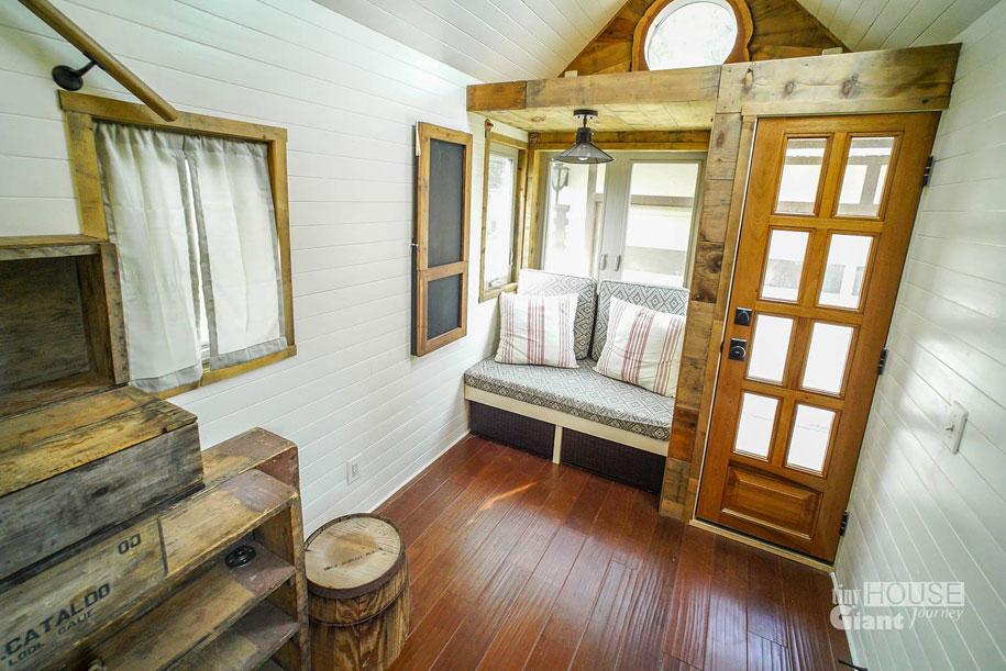 couple-travel-tiny-house-giant-journey-guillaume-dutilha-jenna-spesard-16