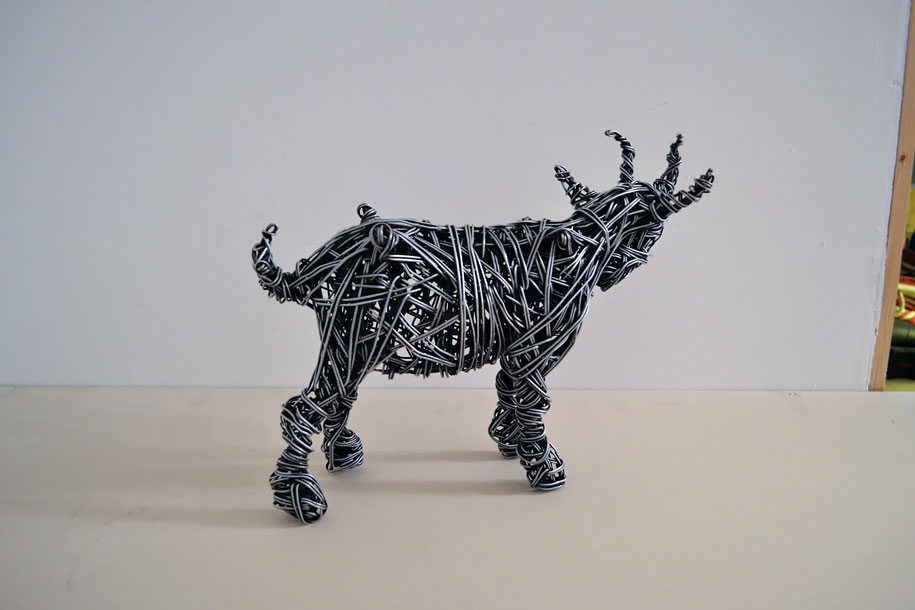 dynamic-lifelike-wire-sculptures-richard-stainthorp-7