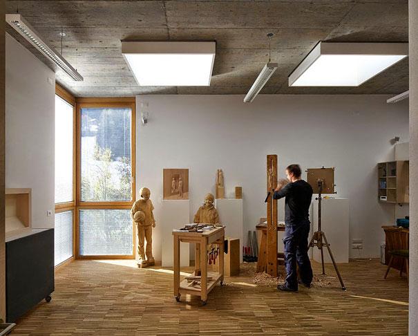 realistic-wood-sculpture-peter-demetz-11