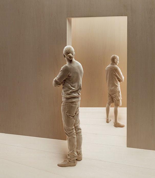 realistic-wood-sculpture-peter-demetz-2