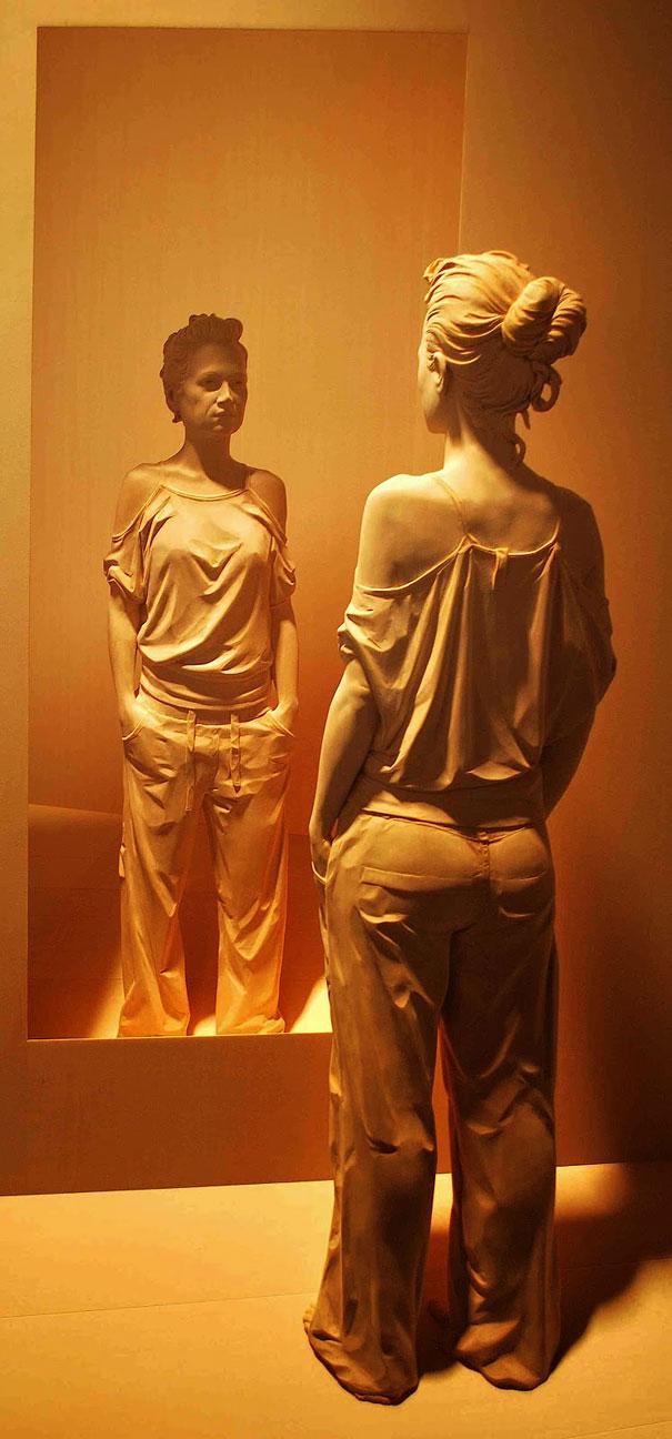 realistic-wood-sculpture-peter-demetz-5