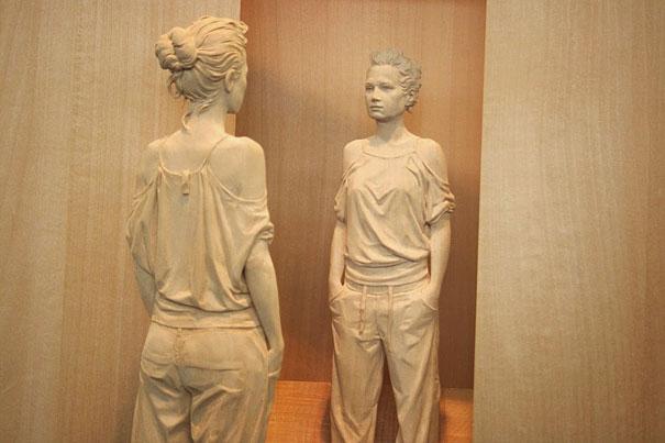 realistic-wood-sculpture-peter-demetz-8