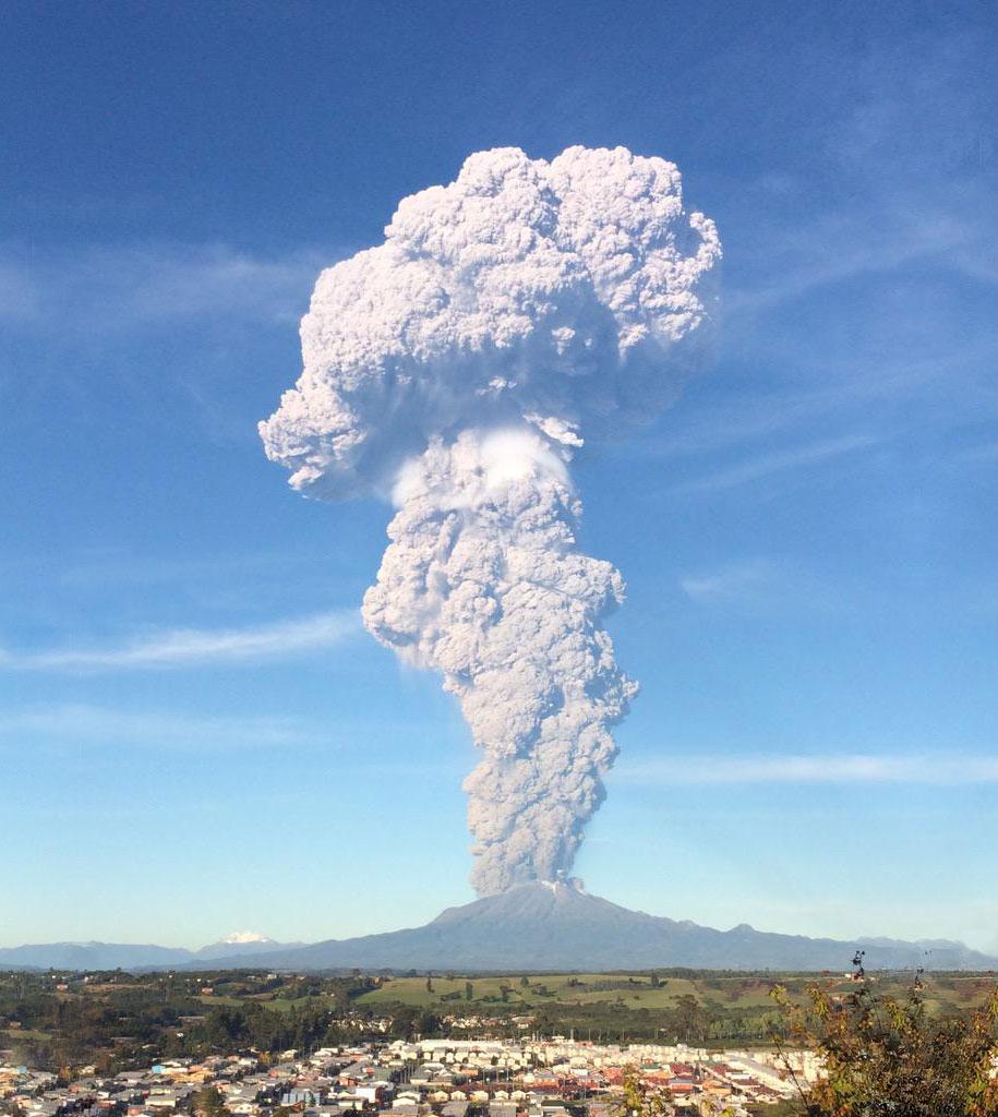 beautiful-scary-volcano-eruption-calbuco-chile-88