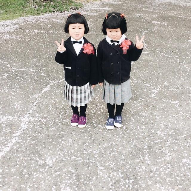 childhood-twin-sisters-family-pictures-sunmoooon-akira-oozawa-06