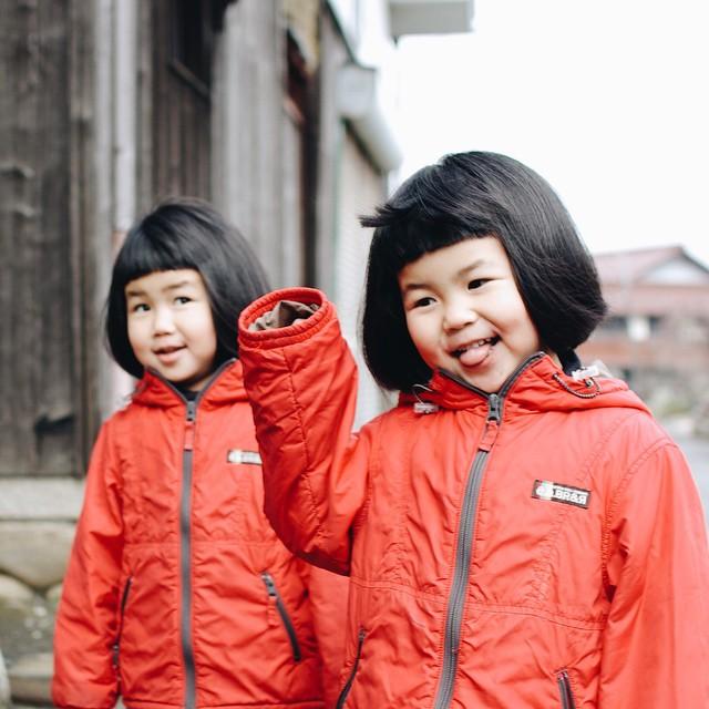 childhood-twin-sisters-family-pictures-sunmoooon-akira-oozawa-07