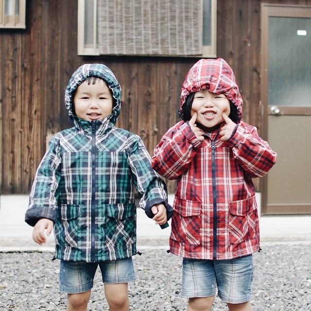 childhood-twin-sisters-family-pictures-sunmoooon-akira-oozawa-16