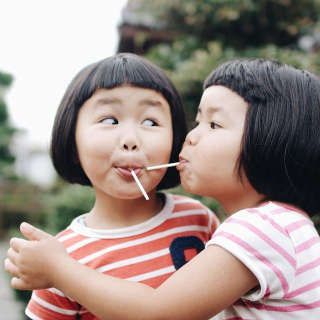 childhood-twin-sisters-family-pictures-sunmoooon-akira-oozawa-18