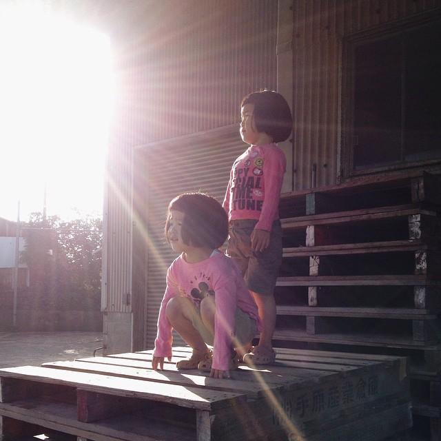 childhood-twin-sisters-family-pictures-sunmoooon-akira-oozawa-21