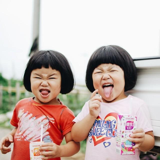 childhood-twin-sisters-family-pictures-sunmoooon-akira-oozawa-25