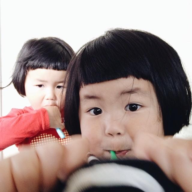 childhood-twin-sisters-family-pictures-sunmoooon-akira-oozawa-28