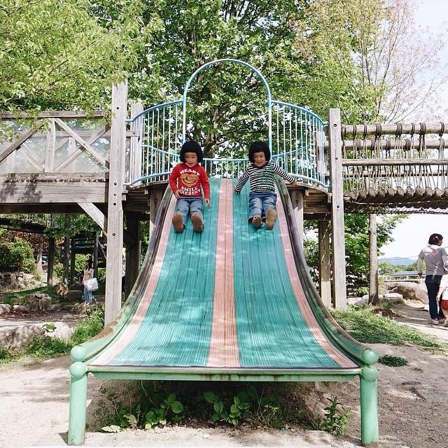 childhood-twin-sisters-family-pictures-sunmoooon-akira-oozawa-30