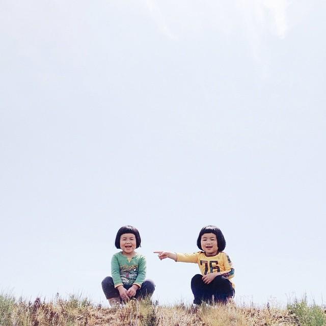 childhood-twin-sisters-family-pictures-sunmoooon-akira-oozawa-31