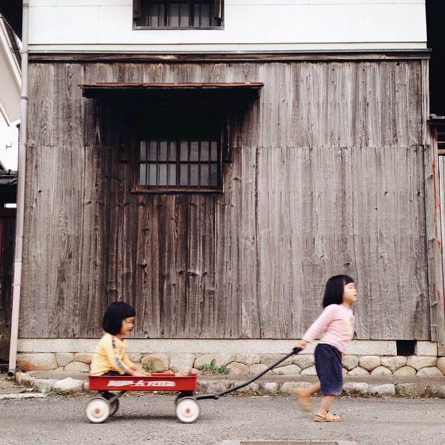 childhood-twin-sisters-family-pictures-sunmoooon-akira-oozawa-33