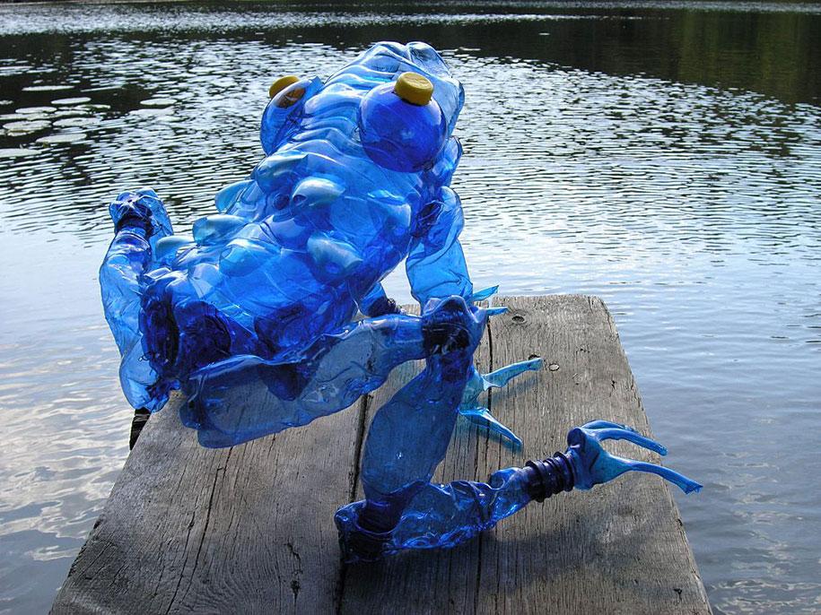 plastic-bottle-sculpture-pet-art-veronika-richterova-01