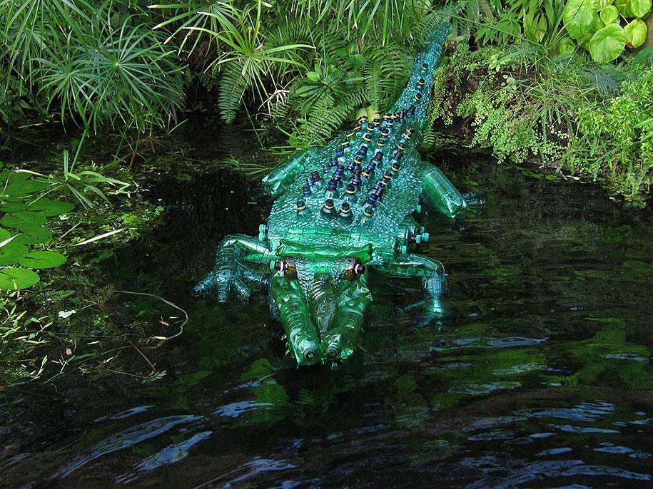plastic-bottle-sculpture-pet-art-veronika-richterova-05