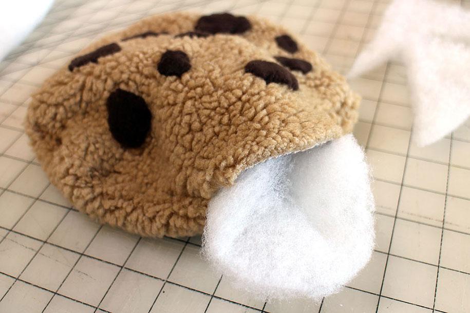 sesame-street-DIY-cookie-monster-rug-pillows-mikeasaurus-13