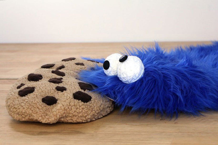 sesame-street-DIY-cookie-monster-rug-pillows-mikeasaurus-16