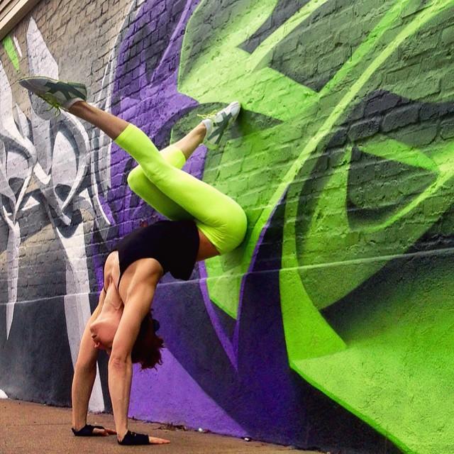yoga-poses-street-art-graffiti-soren-buchanan-28