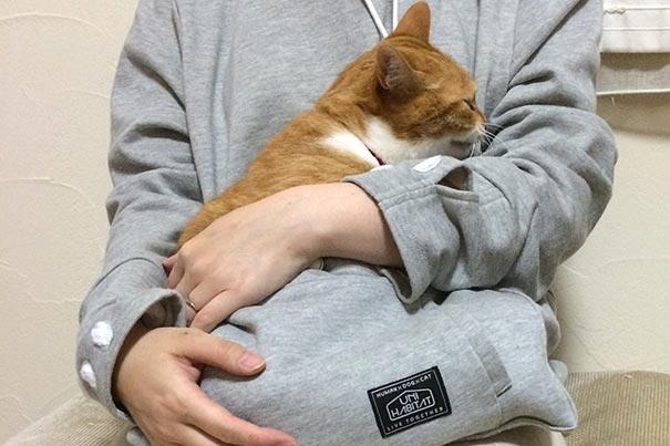 cat-pouch-pocket-hoodie-mewgaroo-11