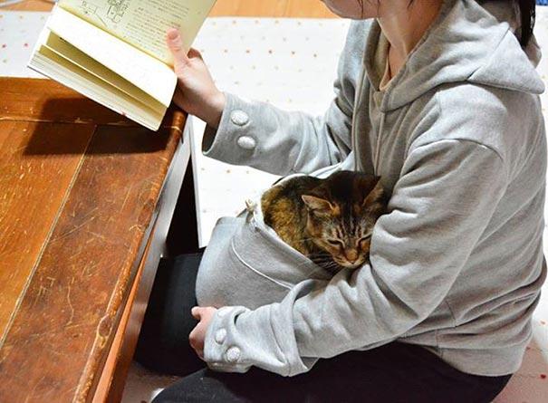 cat-pouch-pocket-hoodie-mewgaroo-3
