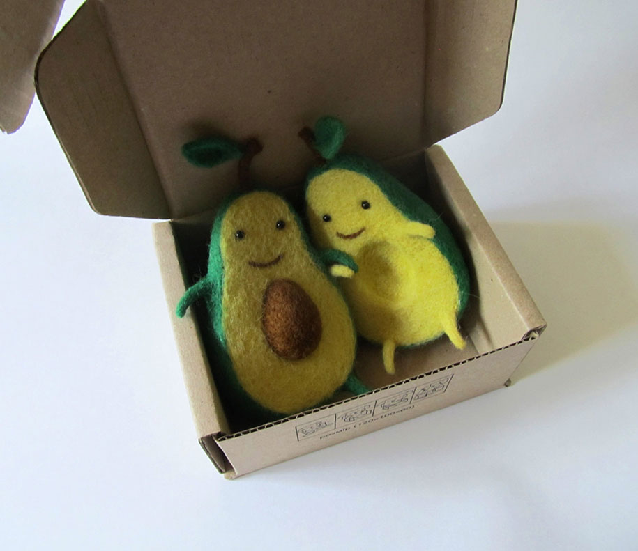 cute-felt-wool-sculpture-avocado-love-anna-dovgan-2