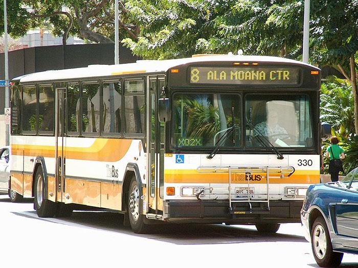 mobile-homeless-shelter-bus-hawaii-4