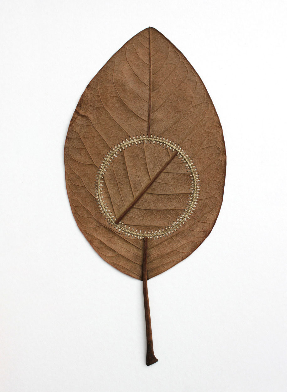natural-art-leaves-crocheted-leaf-sculptures-susanna-bauer-11