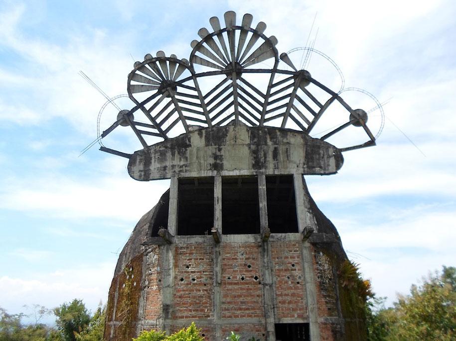 abandoned-prayer-house-jungle-chicken-church-daniel-alamsjah-indonesia-8