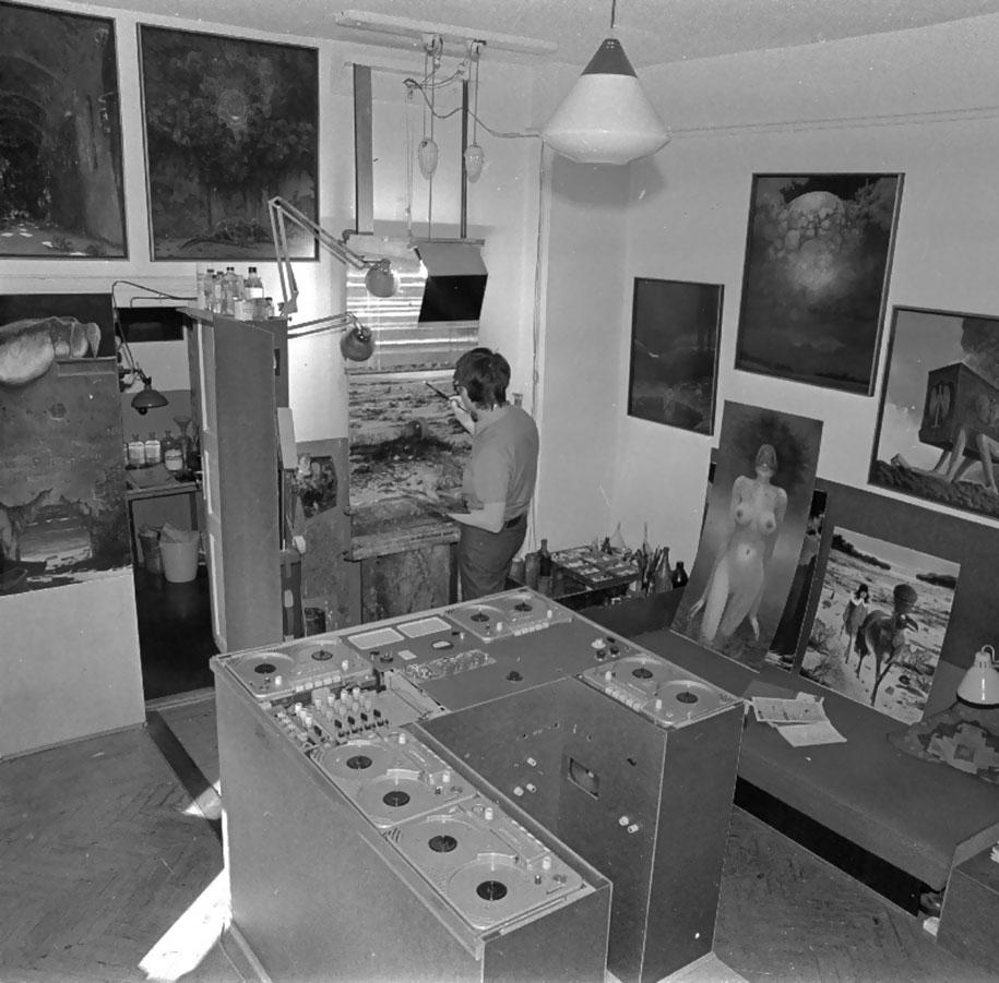 gothic-dystopian-postapocalyptic-surreal-paintings-zdzisław-beksinski-14