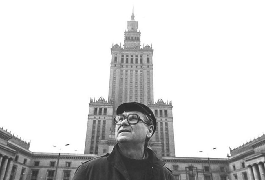 gothic-dystopian-postapocalyptic-surreal-paintings-zdzisław-beksinski-17