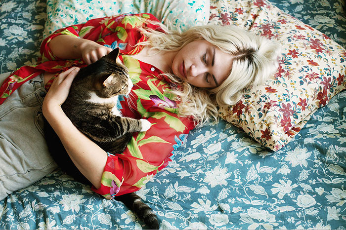 portrait-photography-girls-and-their-cats-brianne-wills-12