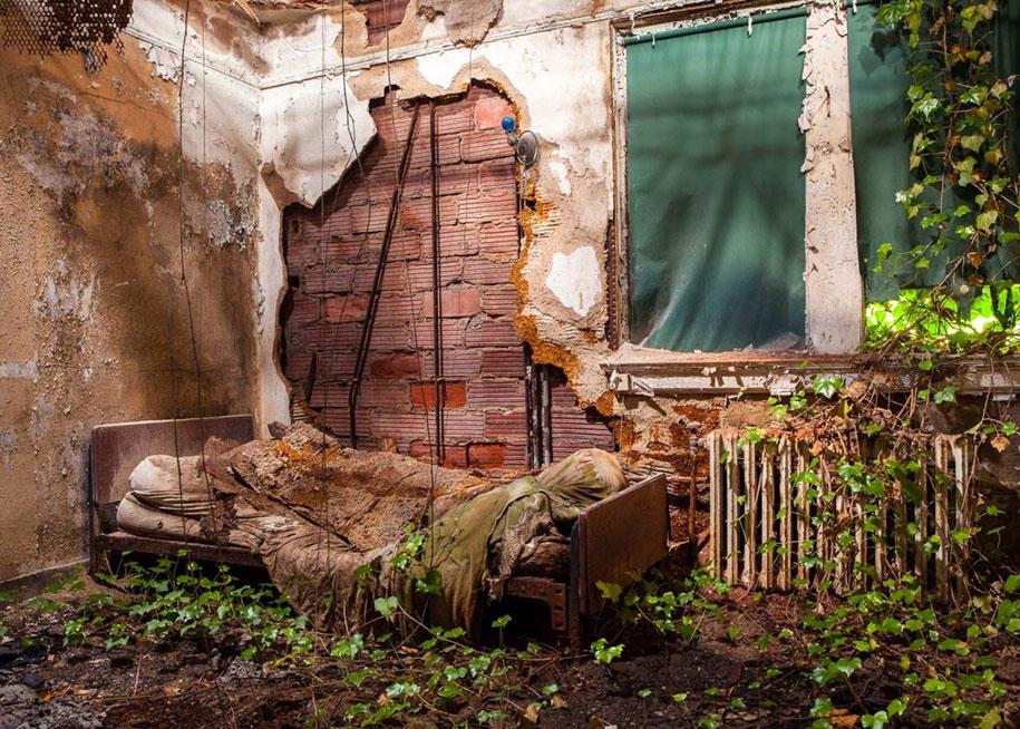 abandoned-mental-hospitals-asylums-jeremy-harris-35