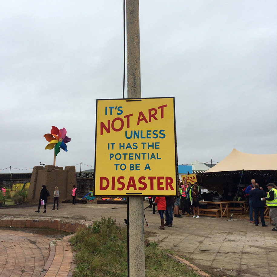 counter-culture-amusement-park-dismaland-bemusement-park-banksy-10