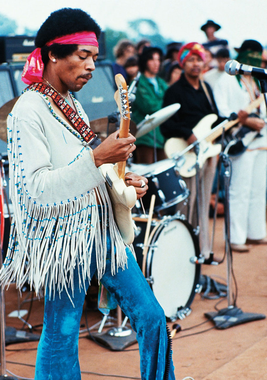 crazy-things-woodstock-festival-photography-14