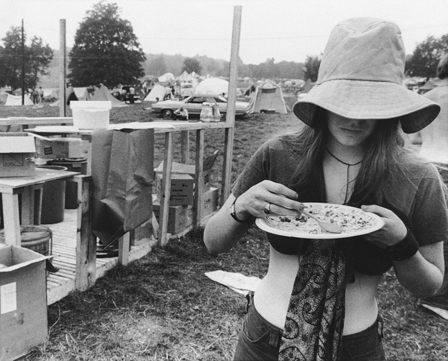 crazy-things-woodstock-festival-photography-9