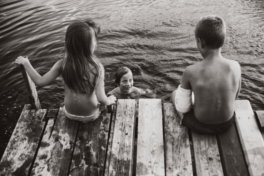 idyllic-summers-village-children-play-summertime-izabela-urbaniak-14