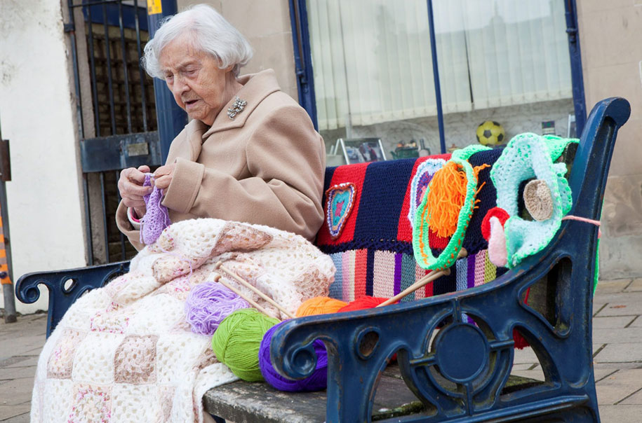 104-year-old-guerrilla-knitter-grace-brett-3