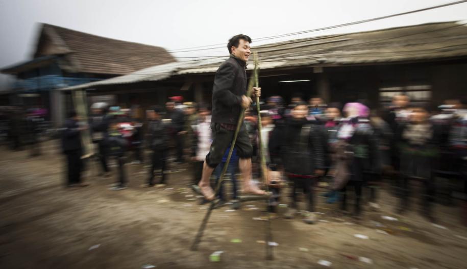 final of the Bamboo Stilt race