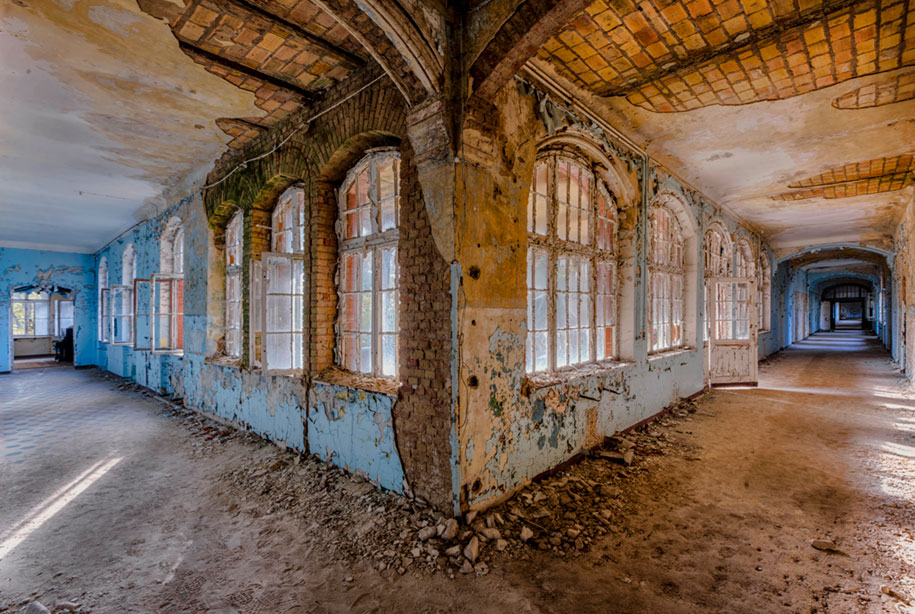 abandoned-decaying-buildings-europe-photography-christian-richter-1