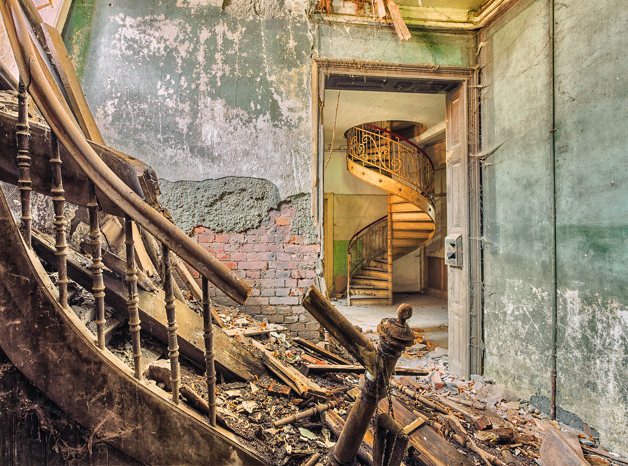 abandoned-decaying-buildings-europe-photography-christian-richter-17