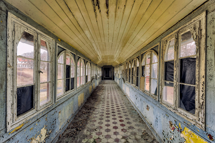 abandoned-decaying-buildings-europe-photography-christian-richter-4