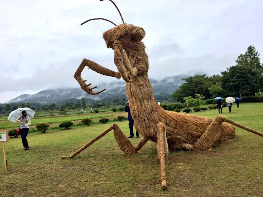 dinosaur-straw-sculptures-wara-art-festival-2015-niigata-japan-669