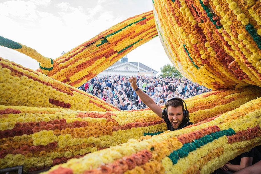 van-gogh-inspired-dahlia-bloom-parade-floads-bloemencorso-zundert-netherlands-4