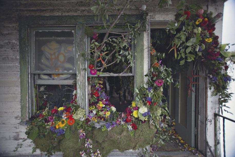 abandoned-house-transformed-flower-house-lisa-waud-heather-saunders-10