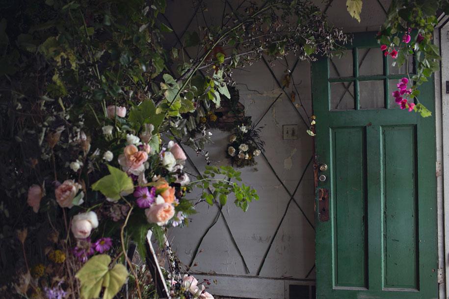 abandoned-house-transformed-flower-house-lisa-waud-heather-saunders-11