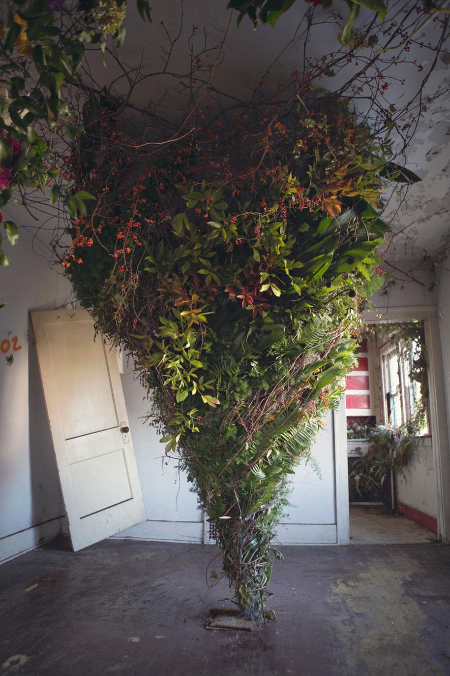abandoned-house-transformed-flower-house-lisa-waud-heather-saunders-17