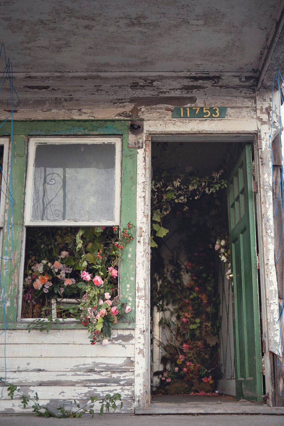 abandoned-house-transformed-flower-house-lisa-waud-heather-saunders-31