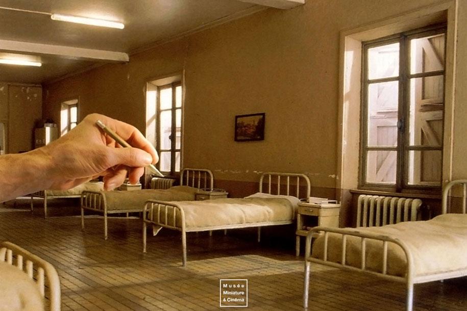 realistic-miniature-rooms-dan-ohlman-france-14