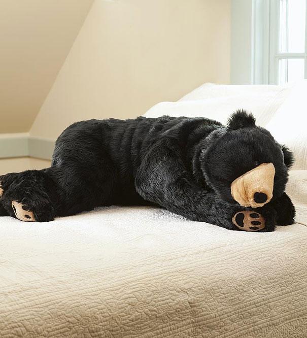 dark-bear-sleeping-bag-eiko-ishizawa-3